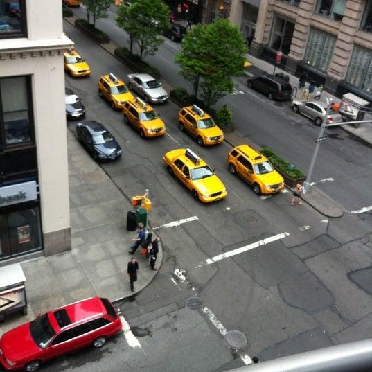 Foto scattata a Hotel Giraffe da Tomas W. il 5/5/2012