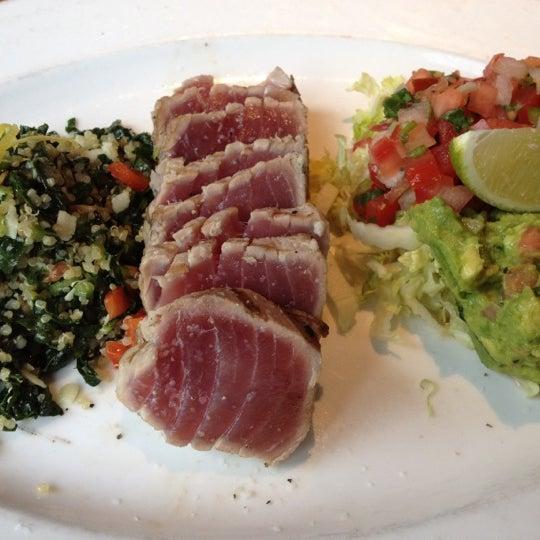 Foto scattata a Chelsea's Kitchen da Leslie T. il 8/5/2012