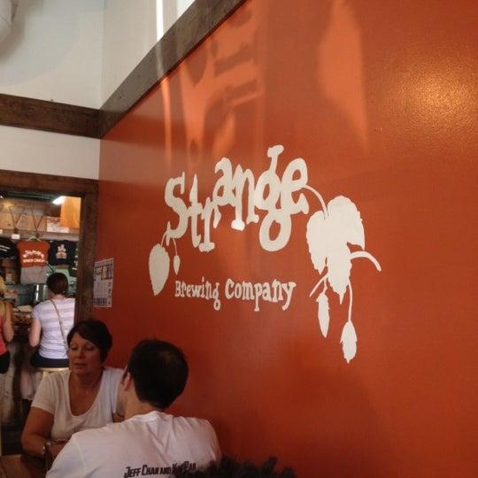 Das Foto wurde bei Strange Craft Beer Company von Ke'Mani S. am 8/11/2012 aufgenommen