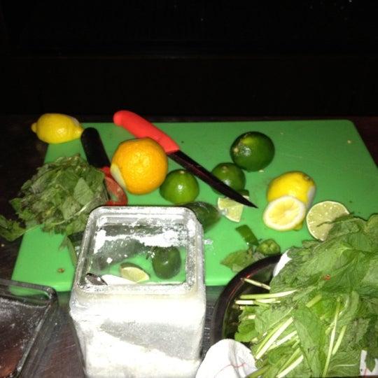 6/26/2012 tarihinde Kenneth M.ziyaretçi tarafından West Side Lounge'de çekilen fotoğraf