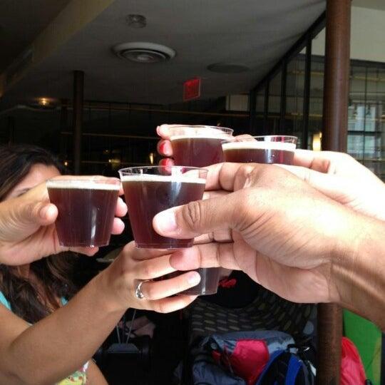 8/26/2012 tarihinde Virginia V.ziyaretçi tarafından Triumph Brewing Company'de çekilen fotoğraf