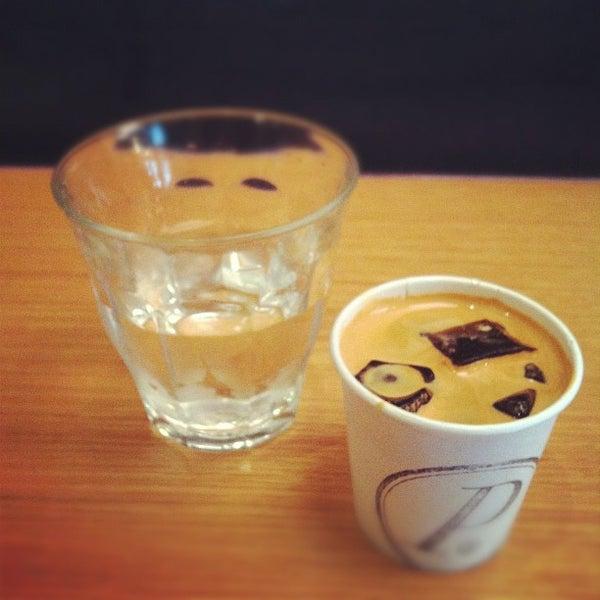 Foto tomada en Ports Coffee & Tea Co. por RenatoNYC .. el 5/30/2012