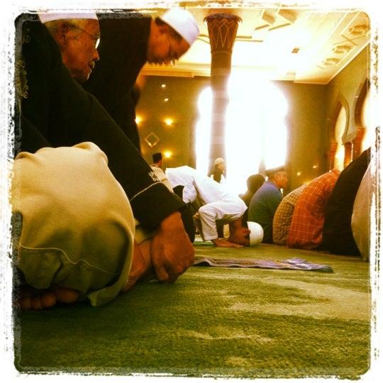 5/25/2012 tarihinde J-Ki J.ziyaretçi tarafından Masjid Al-Ameerah Al-Hajjah Maryam, Kg Jerudong'de çekilen fotoğraf