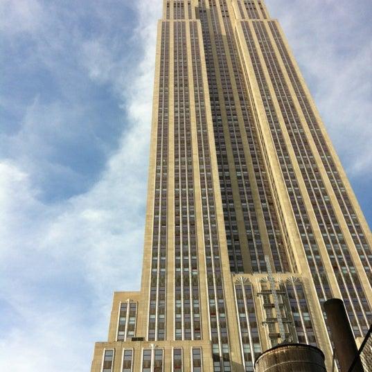 Foto diambil di VU Bar NYC oleh Keith W. pada 5/17/2012