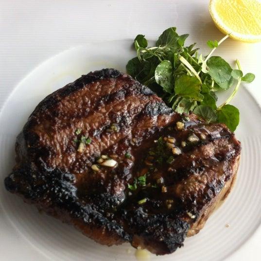 Foto scattata a Manta Restaurant da pedro ✪. il 9/1/2012