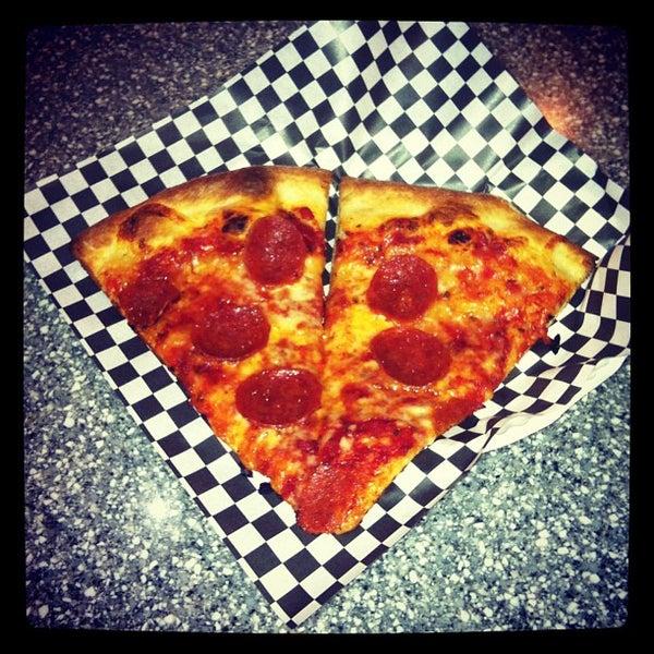 Снимок сделан в Pop Up Pizza пользователем Dr. Adam P. Z. 9/8/2012