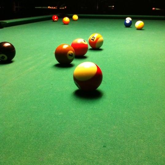 Foto tomada en Society Billiards + Bar por rrrus .. el 2/23/2012