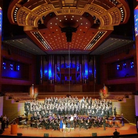 Foto tirada no(a) Morton H. Meyerson Symphony Center por Michael M. em 5/25/2012