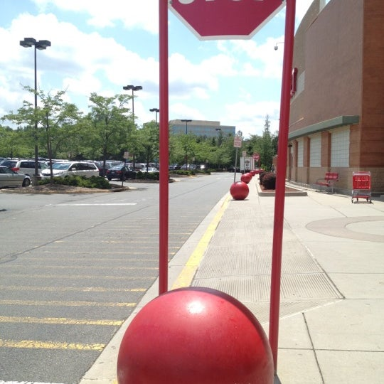 Снимок сделан в Target пользователем Angel N. 5/24/2012