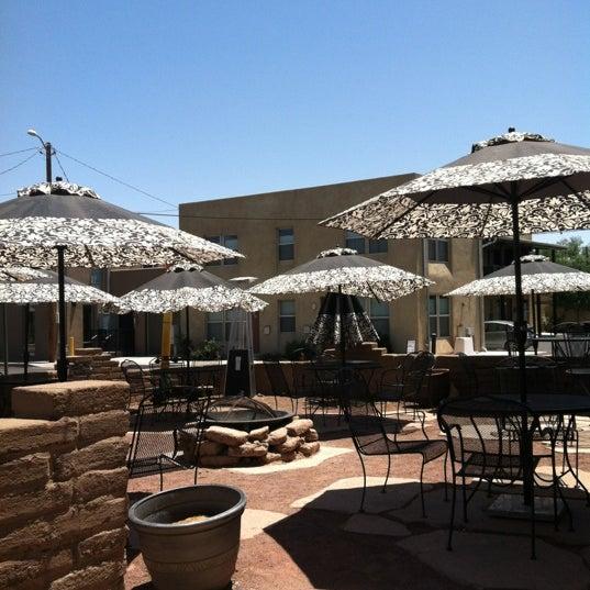 6/23/2012에 Joy B.님이 Golden Crown Panaderia에서 찍은 사진
