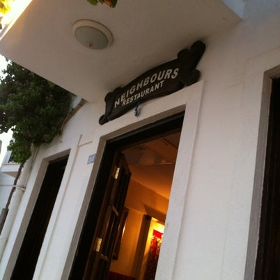 Foto scattata a Neighbours Restaurant da Alperen E. il 7/26/2012