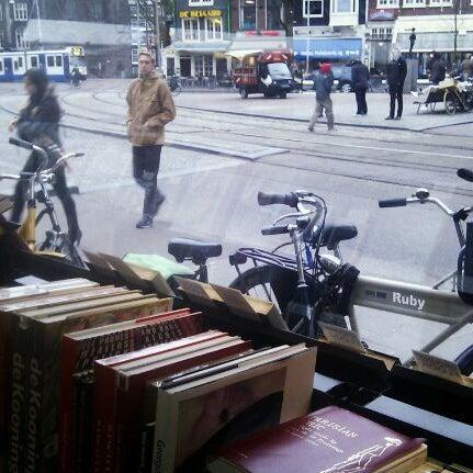Foto tirada no(a) The American Book Center por Julia D. em 3/9/2012