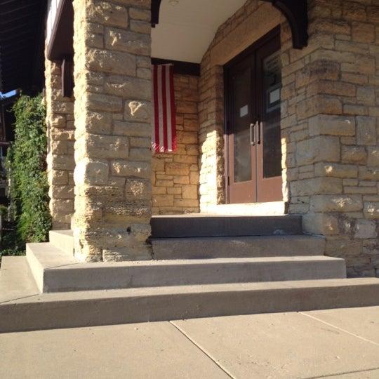 Foto tirada no(a) Geneva Public Library District por Katie em 7/8/2012
