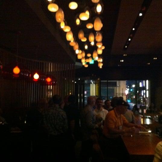 Foto diambil di The Corner Office Restaurant & Martini Bar oleh Vincent M. pada 7/8/2012