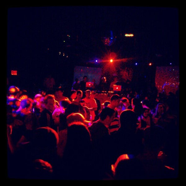 Foto tirada no(a) Le Poisson Rouge por Brandon G. em 4/22/2012