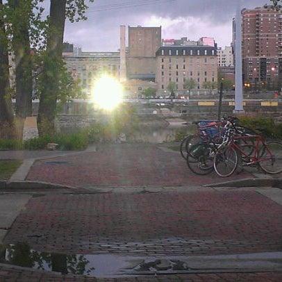 Снимок сделан в Pracna On Main пользователем Carl S. 4/15/2012