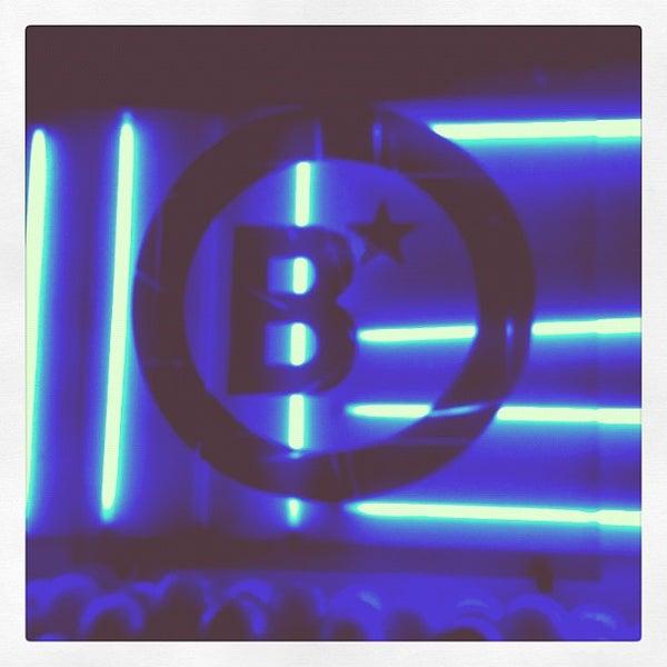 รูปภาพถ่ายที่ BLONDIE โดย Walter A. เมื่อ 8/25/2012