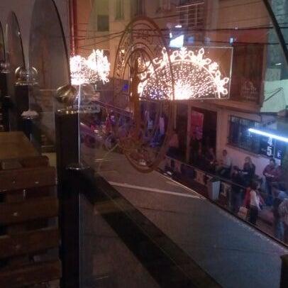 Photo prise au Los Amigos par Esra E. le5/17/2012