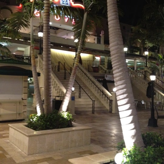 4/18/2012에 Sherydan F.님이 CocoWalk에서 찍은 사진