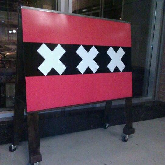 Foto diambil di Amsterdam Bar & Hall oleh Liz O. pada 2/11/2012
