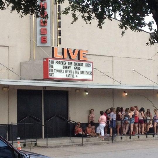 รูปภาพถ่ายที่ Warehouse Live โดย Virginia A. เมื่อ 7/23/2012