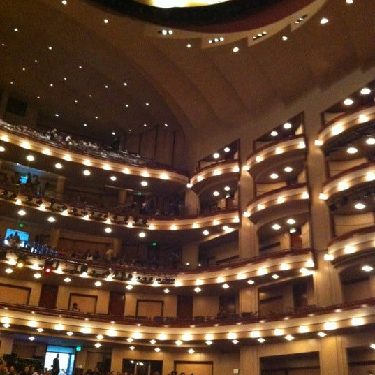 Foto diambil di Adrienne Arsht Center for the Performing Arts oleh Jennifer C. pada 5/29/2012