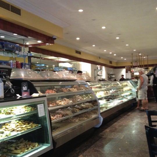 Foto tomada en Pasticceria Rocco por K el 6/17/2012