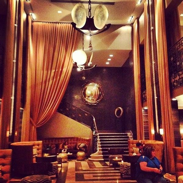 Снимок сделан в The Empire Hotel пользователем Jill Z. 8/21/2012