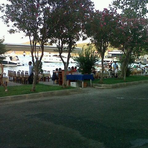 Foto diambil di Yasemin Restaurant oleh İlker K. pada 7/28/2012