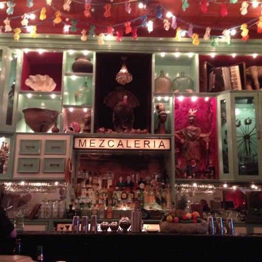 Foto tomada en Casa Mezcal por Sarah A. el 6/25/2012