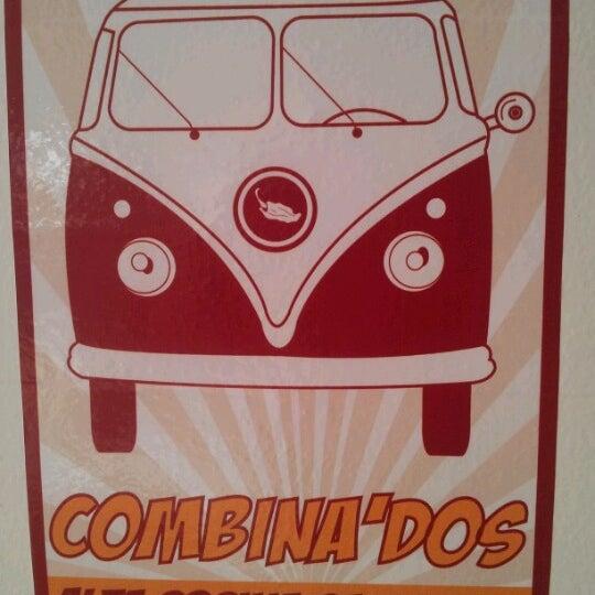 รูปภาพถ่ายที่ COMBInados, Tacos, cortes y + โดย Irving C. เมื่อ 6/30/2012