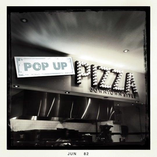Снимок сделан в Pop Up Pizza пользователем Kerry D. 6/28/2012