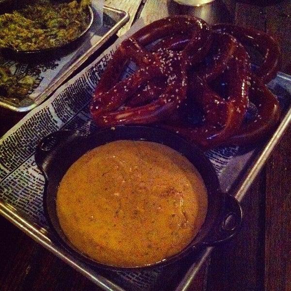 Foto scattata a SmithHouse - BBQ, Burgers, Brews da Melody 🎶 A. il 3/10/2012