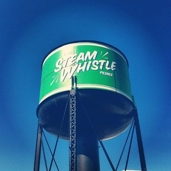 8/30/2012 tarihinde Domenic S.ziyaretçi tarafından Steam Whistle Brewing'de çekilen fotoğraf