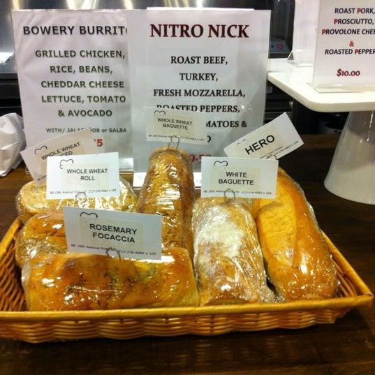 Das Foto wurde bei Bowery Kitchen Supplies von Leigh R. am 5/24/2012 aufgenommen