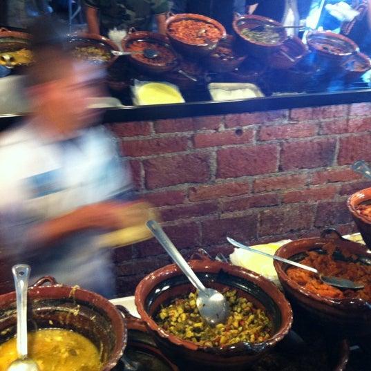 รูปภาพถ่ายที่ Tacos Gus โดย Paco S. เมื่อ 4/23/2012