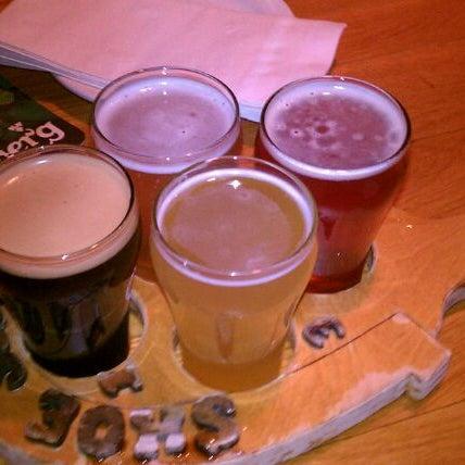 Photo prise au Horseshoe Pub & Restaurant par Jeff C. le3/24/2012