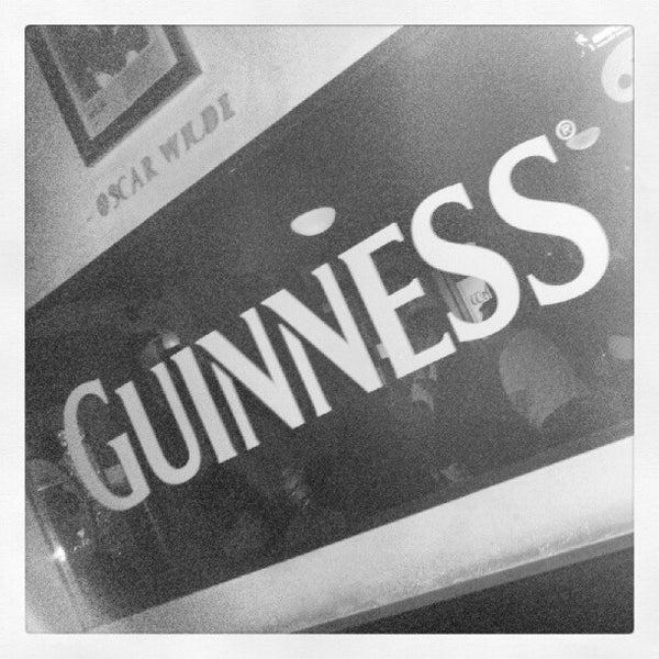Foto diambil di All Black Irish Pub oleh Tércio M. pada 6/28/2012