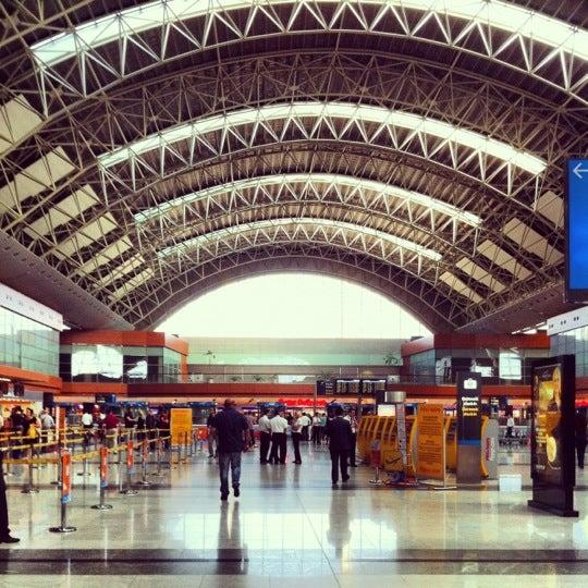 Foto diambil di İstanbul Sabiha Gökçen Uluslararası Havalimanı (SAW) oleh umitko pada 6/8/2012