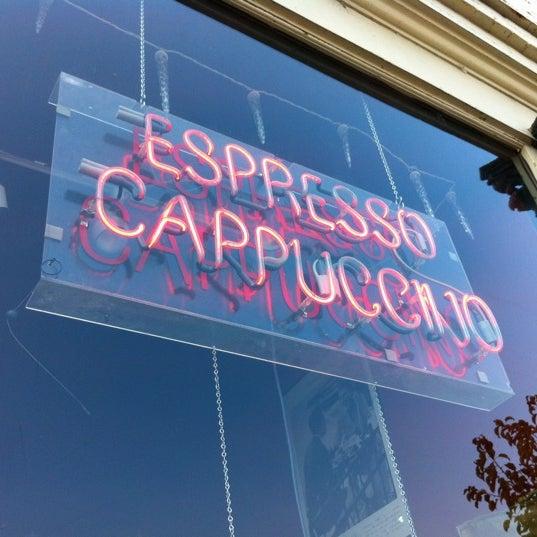 8/30/2012에 Eric Thomas C.님이 Silverbird Espresso에서 찍은 사진