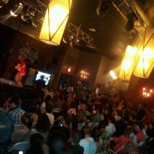 รูปภาพถ่ายที่ The Stage โดย annette p. เมื่อ 5/30/2012