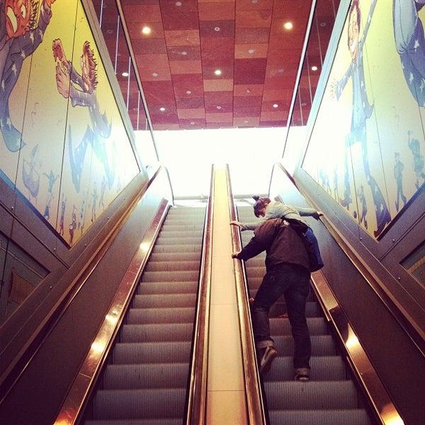 Foto tirada no(a) MAS | Museum aan de Stroom por Lode B. em 5/6/2012