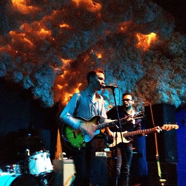 Foto scattata a Glasslands Gallery da Paul U. il 4/12/2012