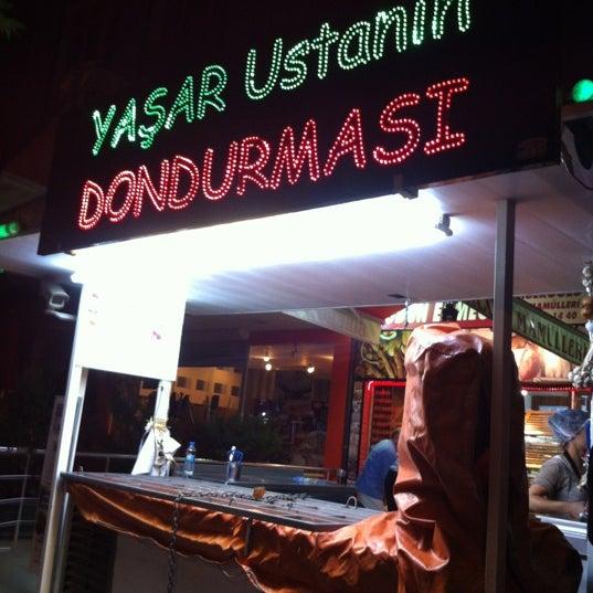 Foto tirada no(a) Dondurmacı Yaşar Usta por Naz Y. em 6/29/2012