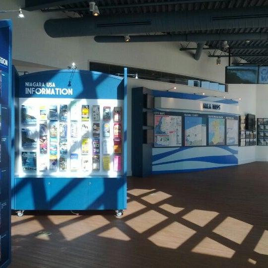 4/29/2012 tarihinde elena s.ziyaretçi tarafından Niagara Falls USA Official Visitor Center'de çekilen fotoğraf