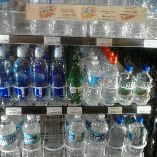 Foto scattata a Wawa da Gregory M. il 6/28/2012