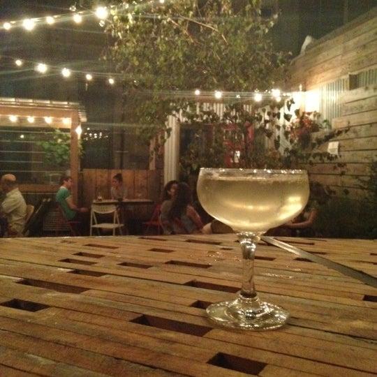 7/10/2012にRoss P.がTrophy Barで撮った写真