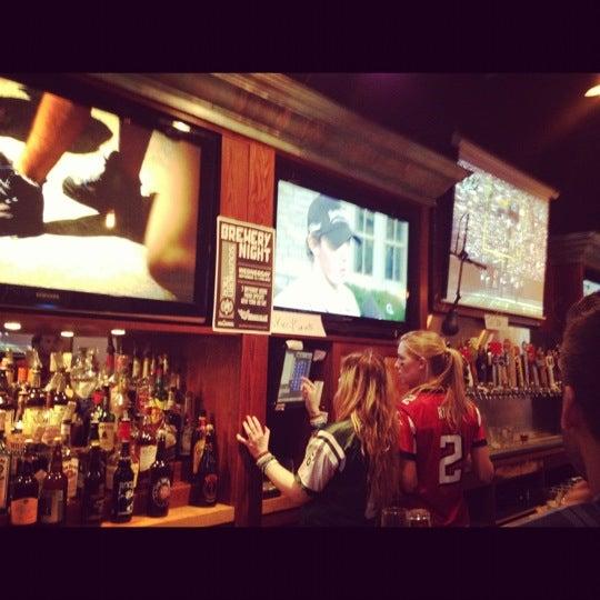 Photo prise au Mudville Restaurant & Tap House par mazi le9/9/2012