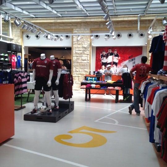 canal esfera novedad  Nike - Sporting Goods Shop in Praha