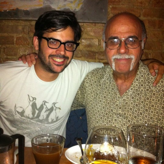 Foto scattata a Stonehome Wine Bar & Restaurant da gala d. il 6/22/2012